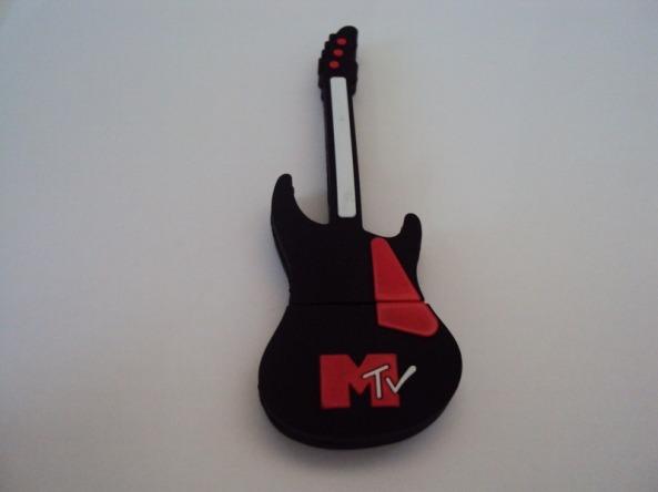 pen-drive-guitarra-mtv-com-8gb-de-memoria-pendrive_MLB-F-3028777131_082012
